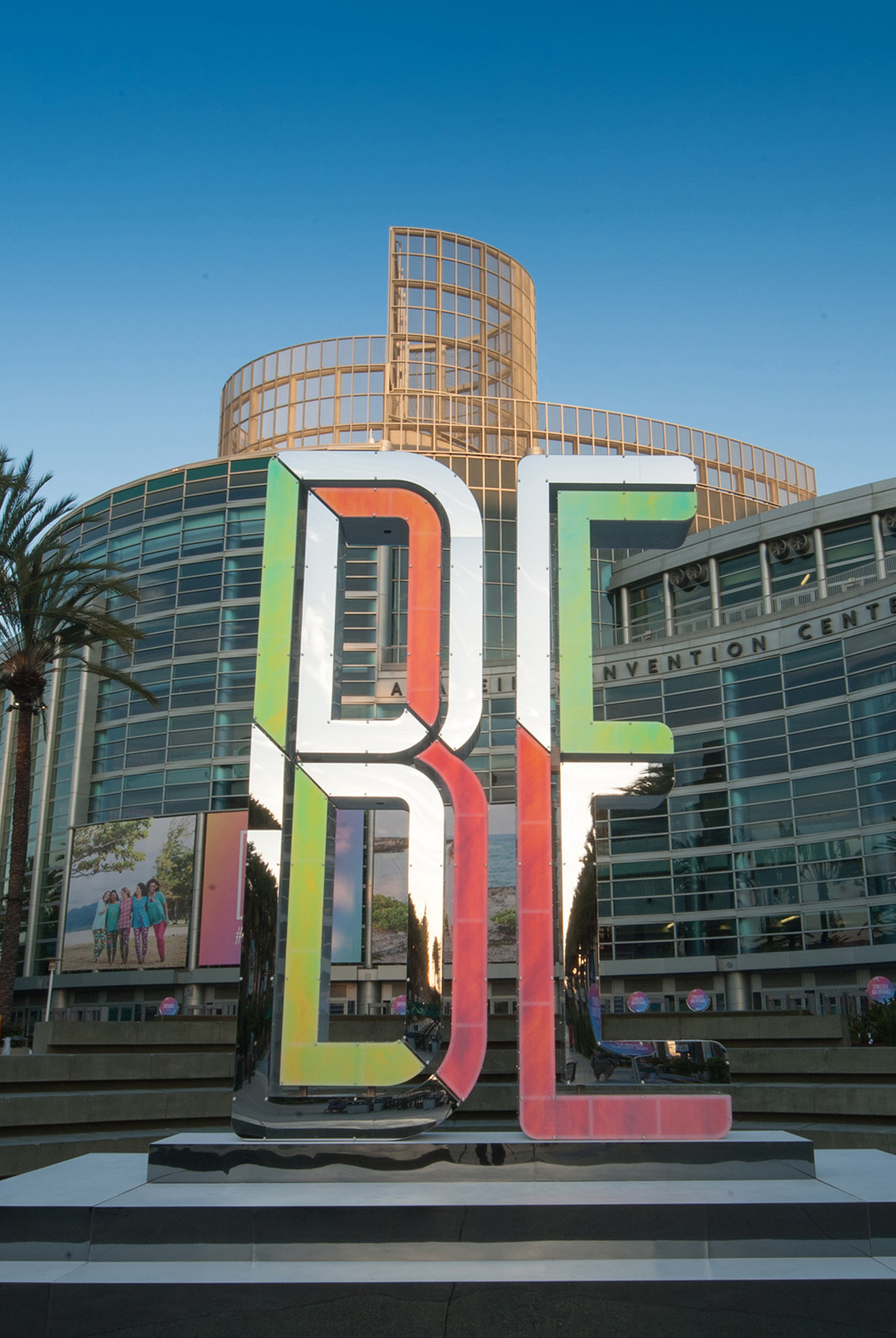 LuLaRoe 2018 Convention BE in Oversized Letters Outdoor Branding